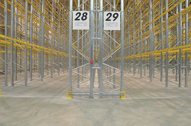 Produzione Scaffalature Industriali.Scaffalature Metalliche Industriali Arredamento