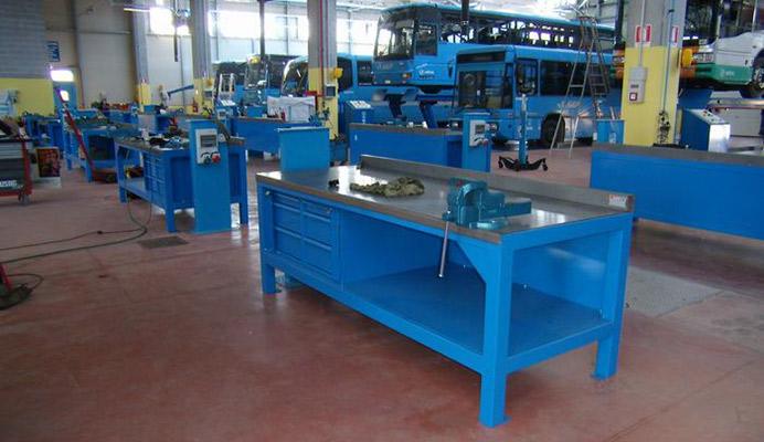 Arredo metallico industriale armadi metallici for Posto auto coperto con officina annessa